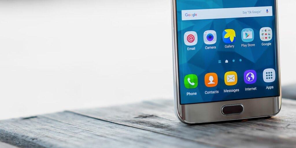 Android-mobil på brygga