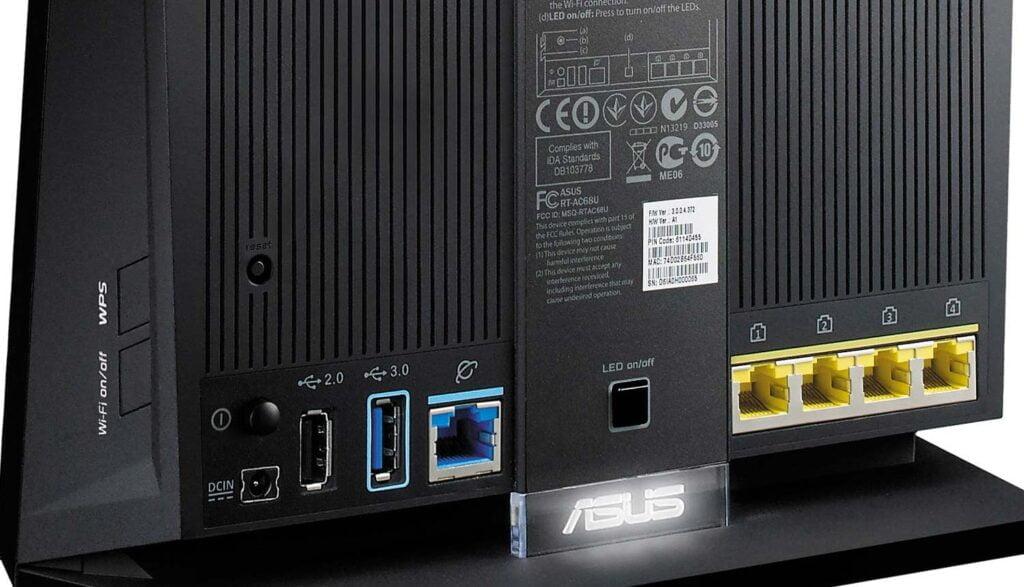 Baksidan av Asus-router