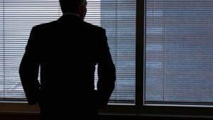 Nu när sommarvikarierna axlar nya ansvar är risken för VD-bedrägerier hög.