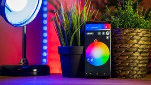 Smart belysning som styrs via mobilen.