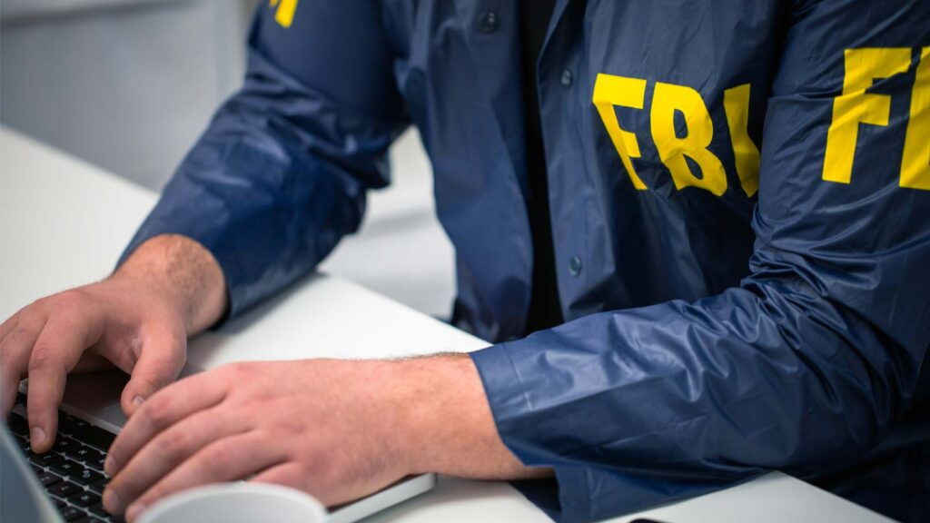 FBI-agent vid dator