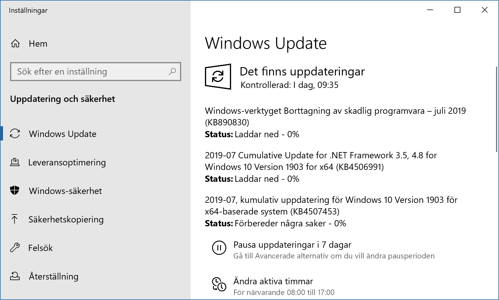 Windows Update installerar julis säkerhetsuppdateringar.