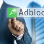 Affärsman söker efter Adblocker