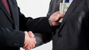 Pengar byter ägare