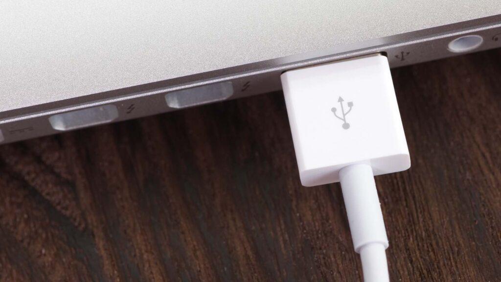 USB-kabel i Macbook Pro
