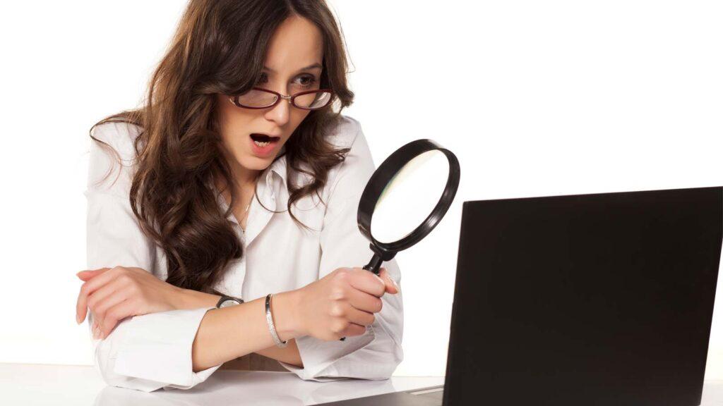 Dator och förstoringsglas