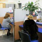 Besökare på bankkontor
