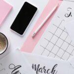 Månadskalender på skrivbord