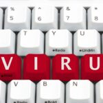 Tangentbord med bokstäverna VIRUS