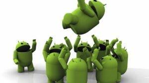 Grupp med glada Android-maskotar