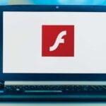 Bärbar dator med Adobe Flash.