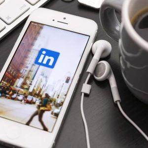 Iphone med Linkedin-appen