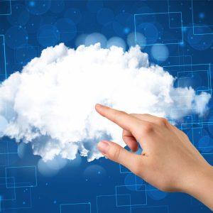Hand som pekar på moln