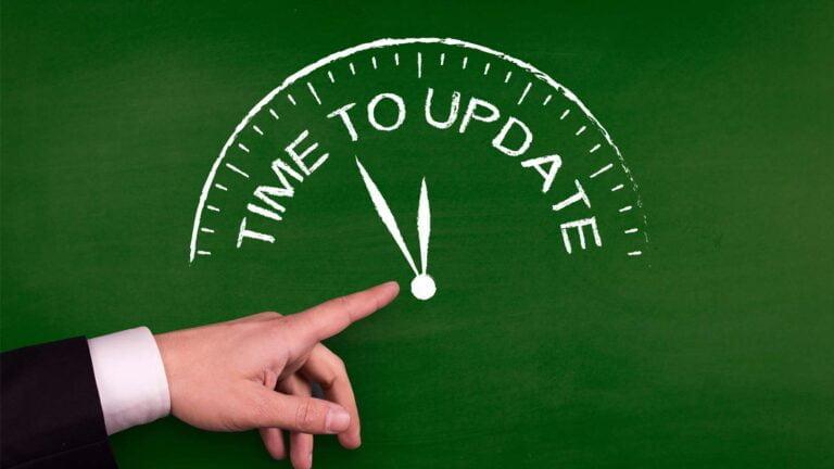 "Griffeltavla med texten ""Time to update"""