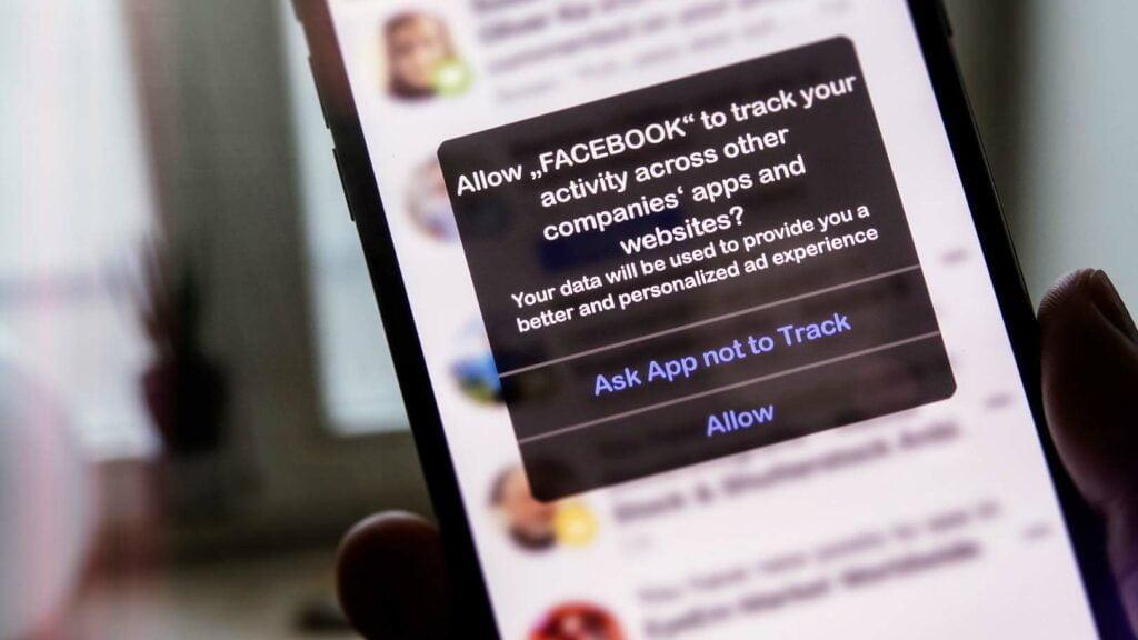 Facebook-appen ber om lov att spåra användaren mellan appar.