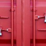 Fraktcontainer med fyra hänglås.